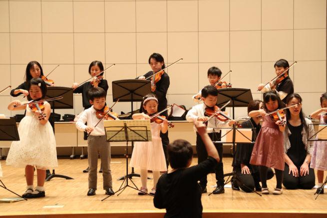 皆様良いクリスマスと平和なお正月をお迎えください。  鎌倉アミ 音楽教室 研究会の様子7