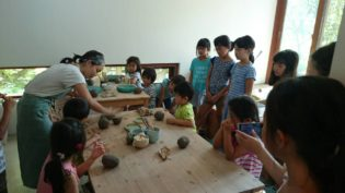 稲村の陶芸セミナーの様子